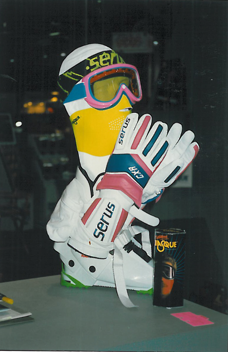 Seirus Glove and Masque Display
